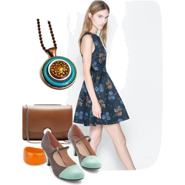 mod fashion button necklace