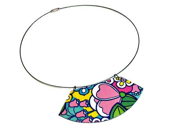 Flower necklace front