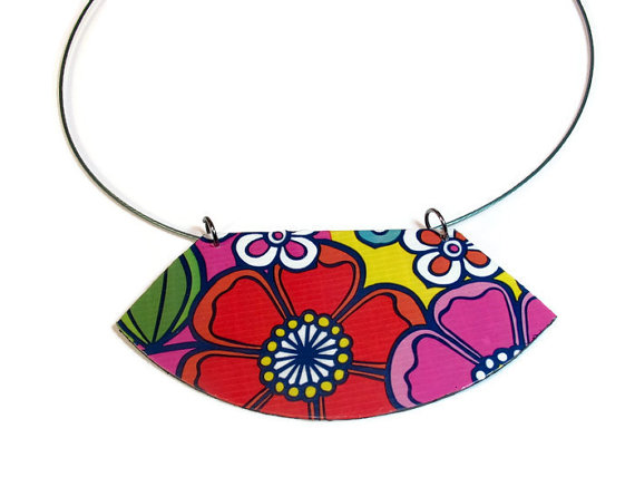 Flower necklace back
