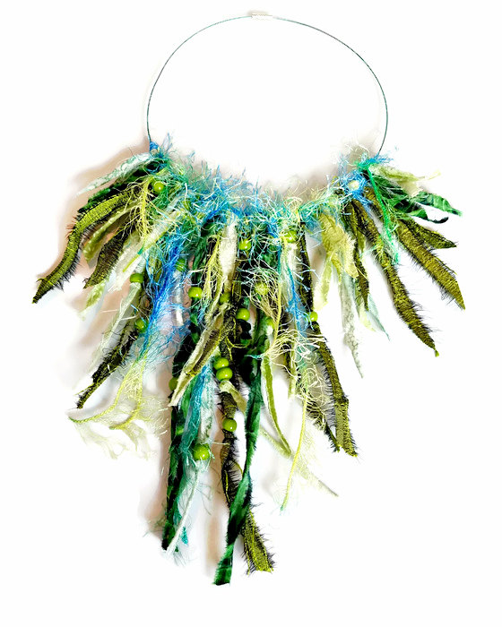 Fringe necklace in green
