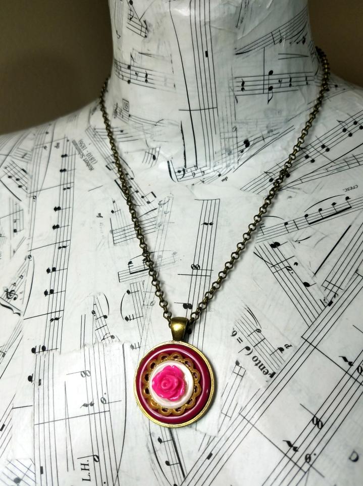 button flower necklace pendant