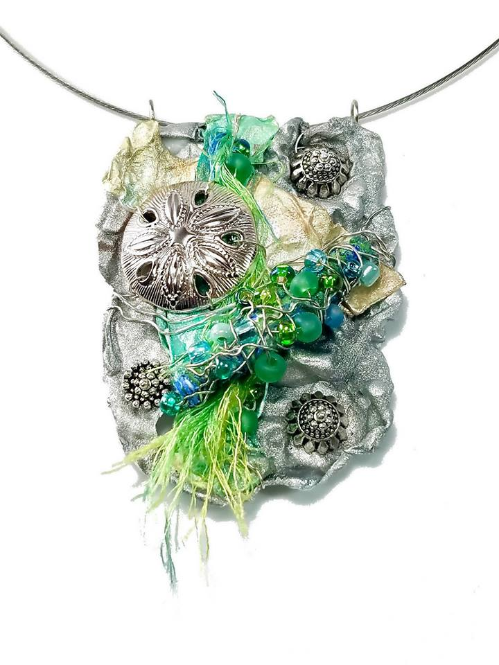 Organic necklace inspired from kelp on the beach