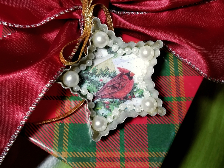 Creative gift wrapping ideas using an ornament